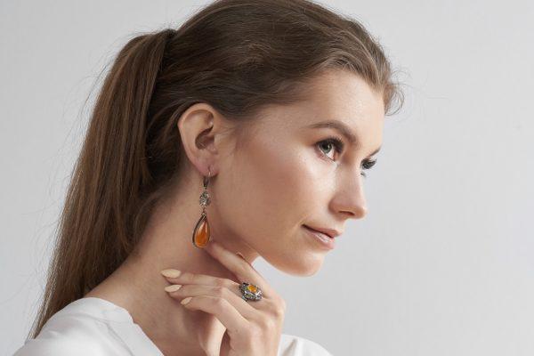 Najmodniejsza biżuteria w sezonie wiosna-lato 2019 | Modna
